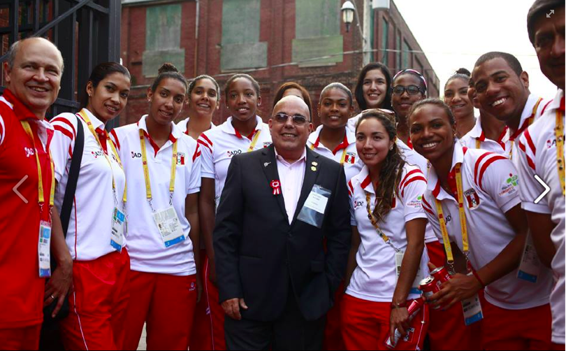 Trade Commissioner Jose Luis Peroni and the Peruvian Volleyball team